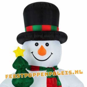 Opblaasbare sneeuwpop 240 cm - LED-verlichting close up